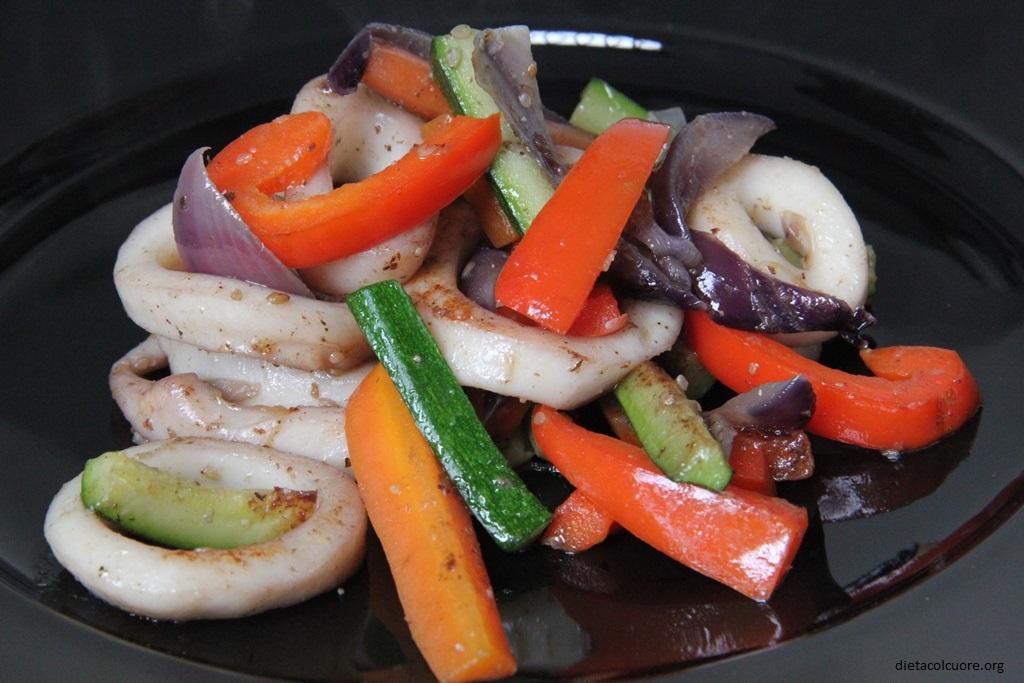 dietacolcuore_anelli di calamari con verdure